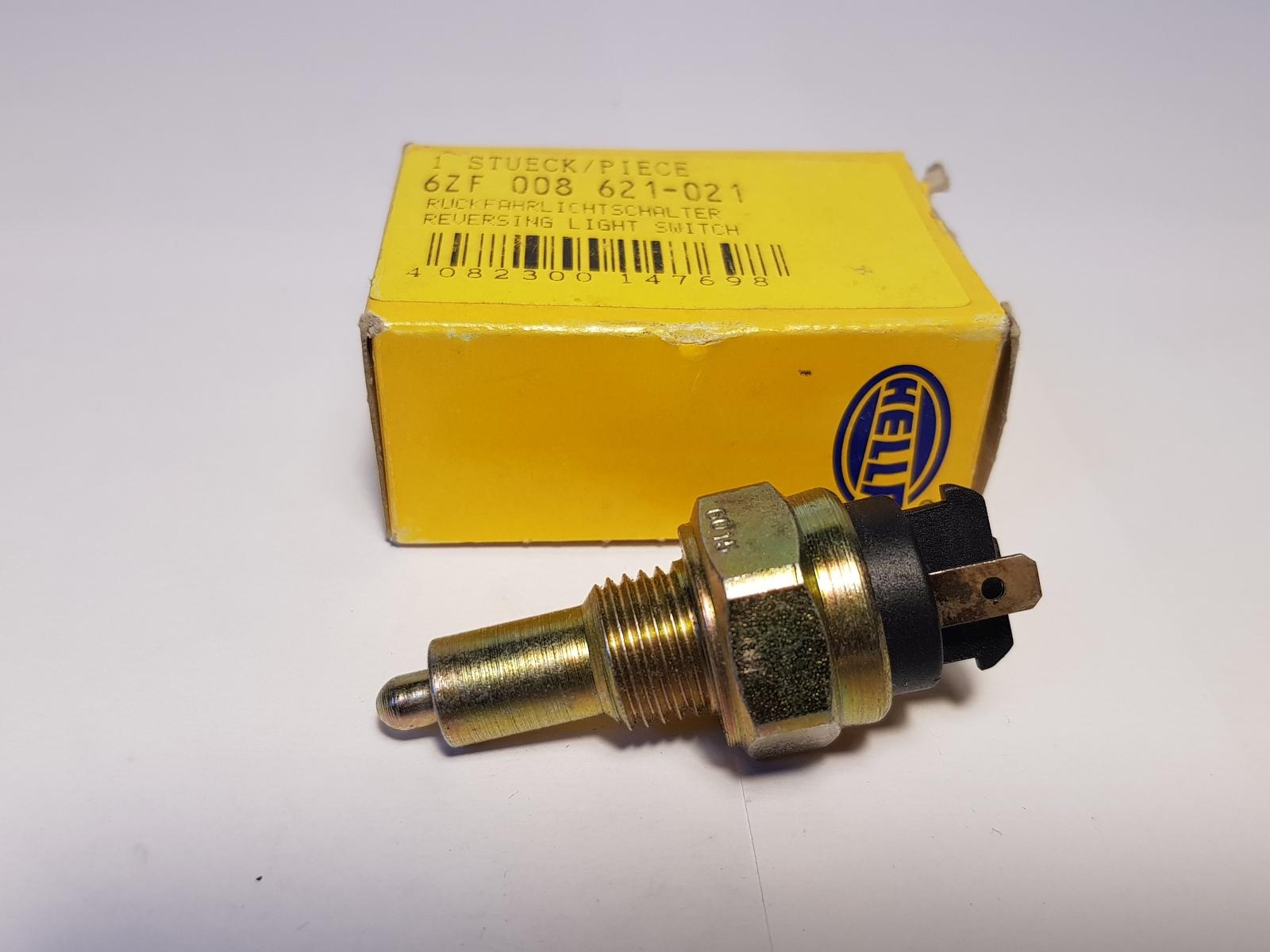 Hella 6ZF008621-021 Schalter für Rückfahrlicht Rückfahrleuchtenschalter Switch