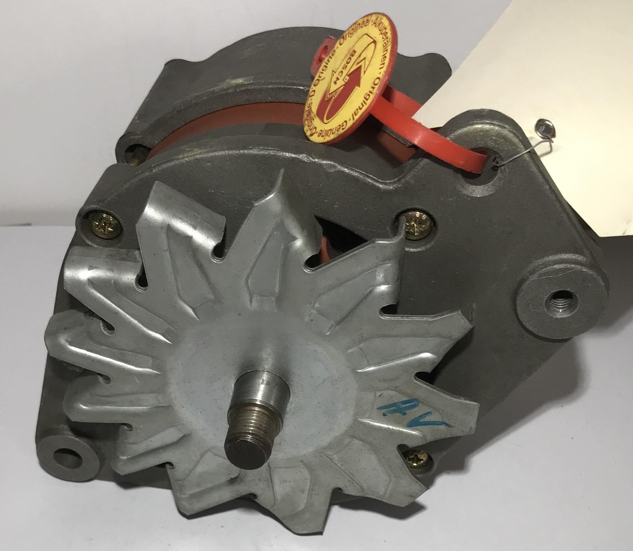 Bosch Lichtmaschine  0986034190 0120489211 14V 65A Generator Alternator